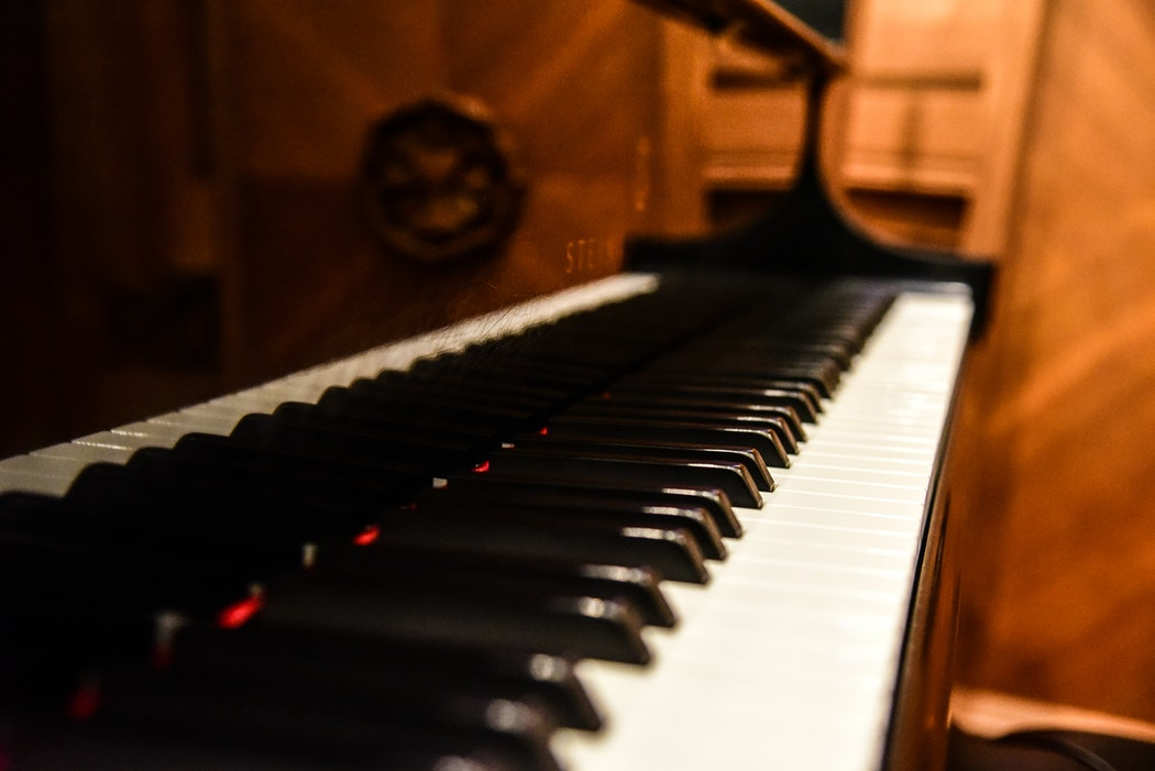 Top 6 Best Portable Keyboard Pianos of 2021 – Reviews & Buyer's Guide