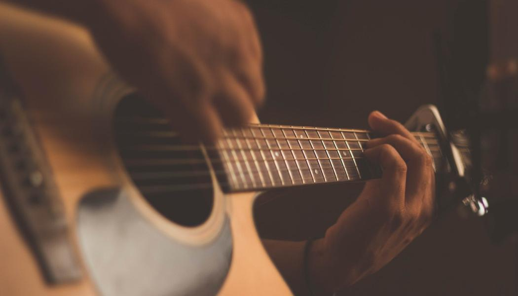 Top 6 Best Guitars For Small Hands of 2018 Reviews