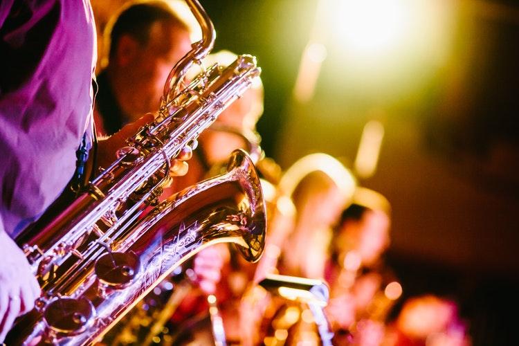 Top 7 Best Beginner Saxophones 2021 Reviews & Buying Guide
