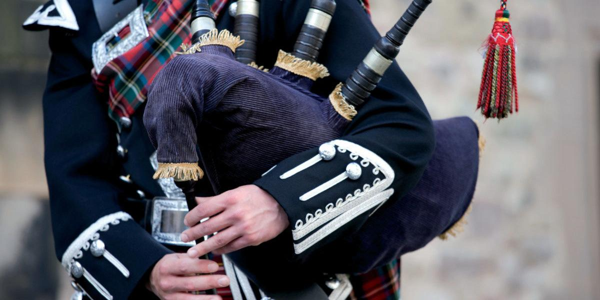 Top 7 Best Bagpipes Reviews & Buying Guide In 2019