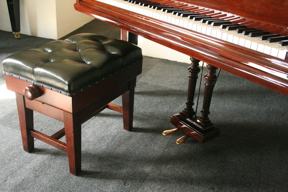piano benchs